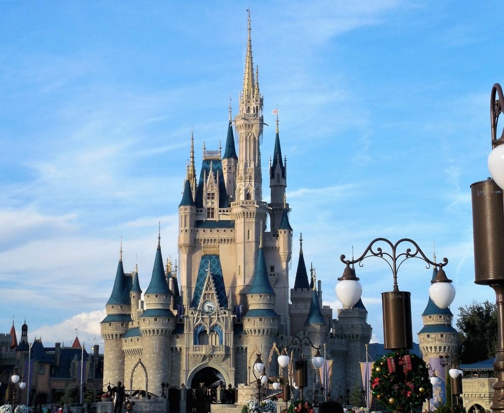 3 Ways to Save for Your Next Theme Park Vacation