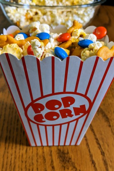 Enjoy this Finding Nemo Popcorn Snack for #PixarFest #Incredibles2Event