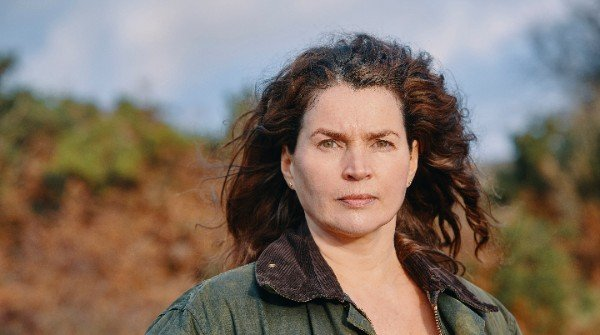 Photo of Julia Ormond on Acorn TV Gold Digger